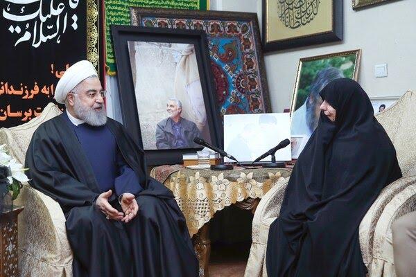 Rohani con la viuda de Soleimani (AFP)