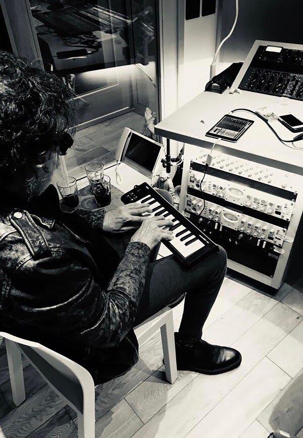 Charly García en el estudio, durante la grabación del disco del ex Sumo (Foto: gentileza Roberto Pettinato)