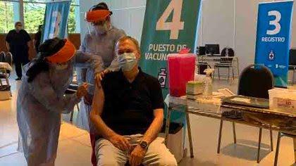 El gobernador Schiaretti, de 71 años de edad, ya fue vacunado con la primera dosis