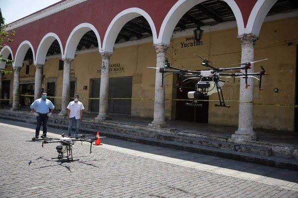 Sanitización con drones en espacios públicos de Mérida, Yucatán. Foto: @RenanBarrera