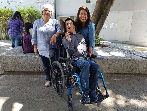 Su madre Patricia Alanís Álvarez ha sido el principal apoyo del politólogo (Foto: Facebook)