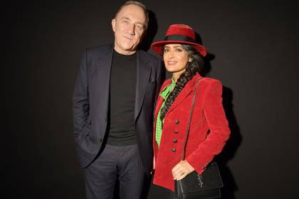 Salma Hayek posa junto a su esposo, el magnate François-Henri Pinault (Foto: Shutterstock)