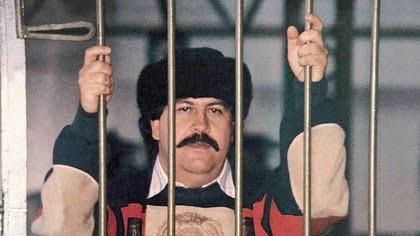 La única foto que se tiene de Pablo Escobar,cabecilla del Cartel de Medellín, durante su reclusión en lacárcel La Catedral, de Envigado.