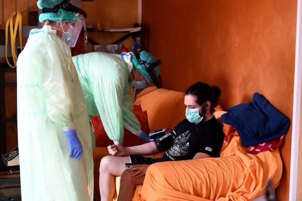 Muchos pacientes diagnosticados en todo el mundo son enviados a sus domicilios en cuarentena debido a un curso inicialmente inofensivo o leve REUTERS/Flavio Lo Scalzo