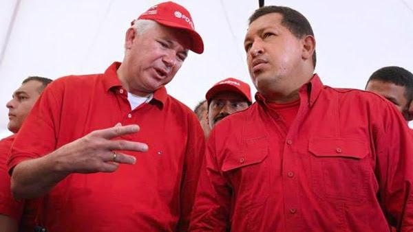 Rafael Ramírez , entonces ministro de Petróleo y Minería, junto a Hugo Chávez