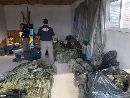 Detienen a dos personas y aseguran armamento en Jalisco 22JOGIBD75C7JBSEGCLRSEYWOA