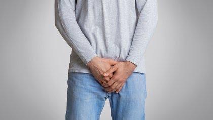 El priapismo es una condición en la que la sangre se coagula dentro de los cuerpos cavernosos del pene, y se describe como una erección que dura más de 4 horas, y que si no es tratada a tiempo, puede causar daño irreparable en el órgano (Shuterstock)